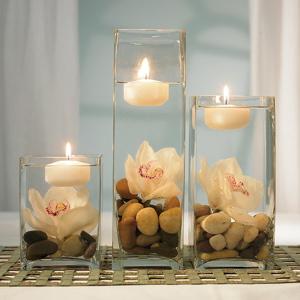 Centros de mesa de flores y piedras